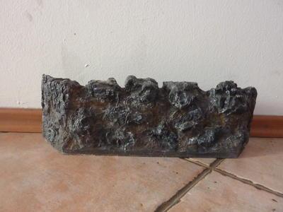 Imitace ohniště z tvrzeného plastu - efekt uhlí